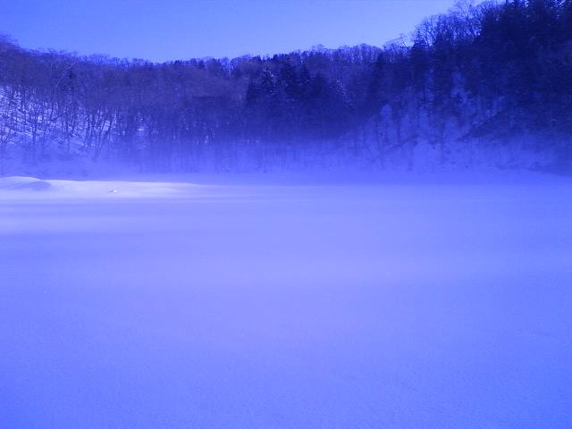朝の半月湖