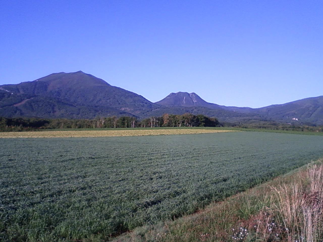 秋の朝、イワオ連山