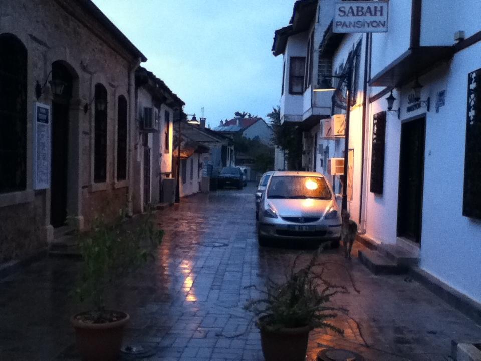 アンタルヤ雨の朝